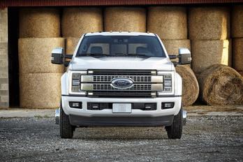 Új óriás-pick-up a Fordtól