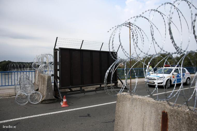 A Barcsnál épült határzár-kerítés