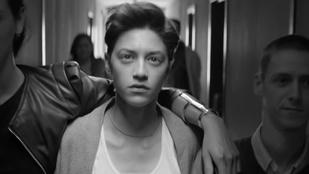 Lady Gaga új klipjével kiáll a nemi erőszak áldozatai mellett