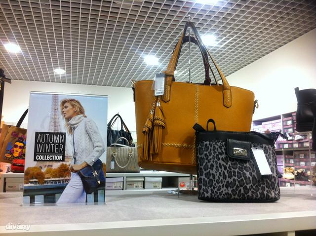 CCC: Nemcsak cipőket kapni ennél a márkánál, a táska kínálat is elég nagy. A nagyobb fazon ára 9790 Ft.
