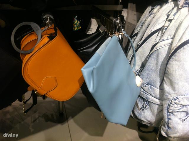 H&M: A babakék a tavalyi szezon egyik kedvenc színe, és ha nagyon megkedvelte ezt az árnyalatot, akkor 3990 forintért vehet egy ilyen táskát.