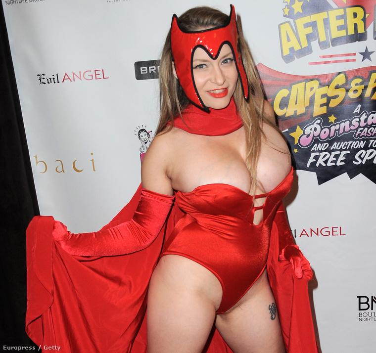 Aiden Starr a Scarlet Witch szerepében