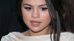 Selena Gomez melltartó nélkül flangált Párizsban