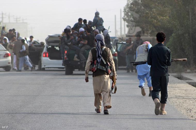 Afgán kormányerők Kunduz határában