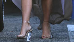 Összeomlott az üvegcipő Kim Kardashian súlya alatt