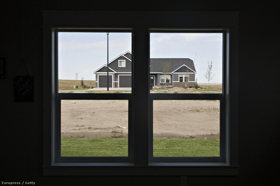 Az iparág és a munkások jelenlegi helyzetének ismeretében nehéz elképzelni, hogyan fogja feltölteni a megye az új ingatlanjait.