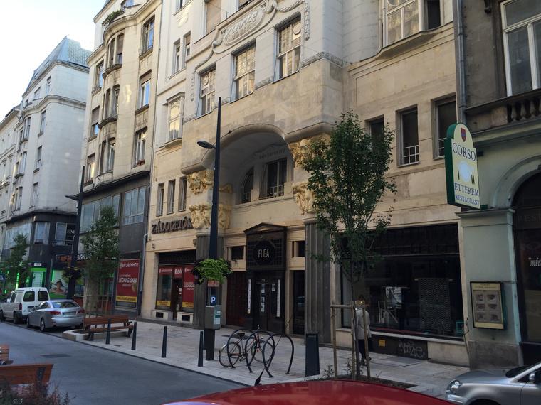 A Petőfi Sándor utcai üzlet szomszédja egyébként a Fuga Építészeti Központ lesz.