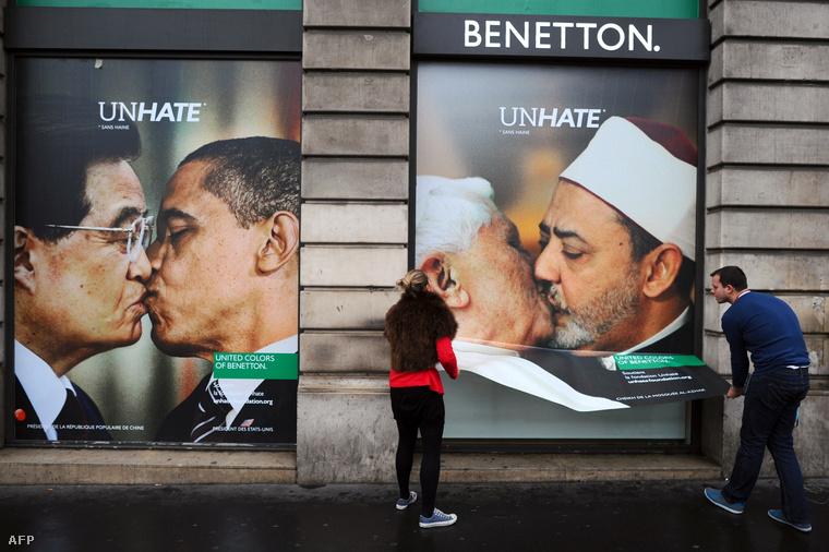 A Benetton reklámplakátja egy párizsi utcán