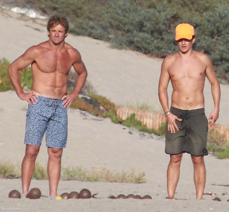 Egy volt tünde és egy volt szörfös múlatják az időt egy haverjukkal