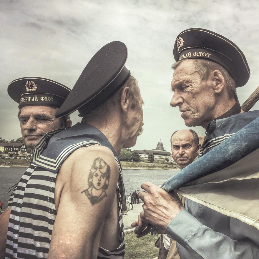 Veterán tengerészekn az orosz flotta egykori és jelenlegi katonáinak tartott ünnepségen Pszkovban.