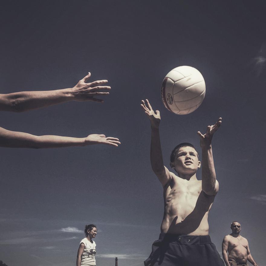Röplabdázó gyerekek egy pszkovi sportközpontban.