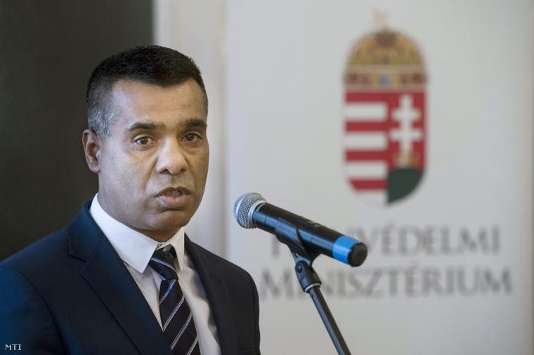 Hegedüs István az Országos Roma Önkormányzat (ORÖ) elnöke beszél a Honvédelmi Minisztérium (HM) és az ORÖ között létrejött együttműködési megállapodás megújításán Budapesten a Stefánia Palotában 2015. február 9-én.