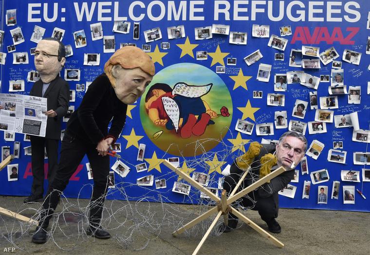 Az Avaaz nemzetközi civil szervezet karikatúrája Brüsszelben az európai vezetőkről, 2015. szeptember 14-én.Francois Hollande, Angela Merkel, Orbán Viktor az installáció szereplői.