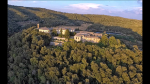 Mindig is szerette a toszkán falvakat? Most 12 milliárdért vehet egyet!