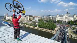 Most akkor mi legyen a Lánchídon biciklizéssel? Mondja meg!