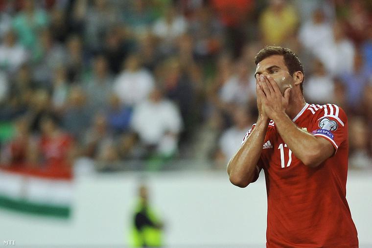 A magyar Nikolics Nemanja a Magyarország - Románia labdarúgó Európa-bajnoki selejtező mérkőzésen Budapesten a Groupama Arénában 2015. szeptember 4-én. A magyar labdarúgó-válogatott 0-0-s döntetlent játszott a román csapattal.