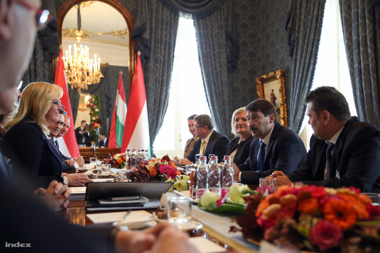 Kolinda Grabar-Kitarović és Áder János tárgyalnak a Sándor-palotában