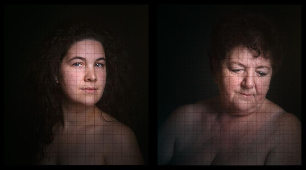 Eszter és Klára, lightbox, 2009.