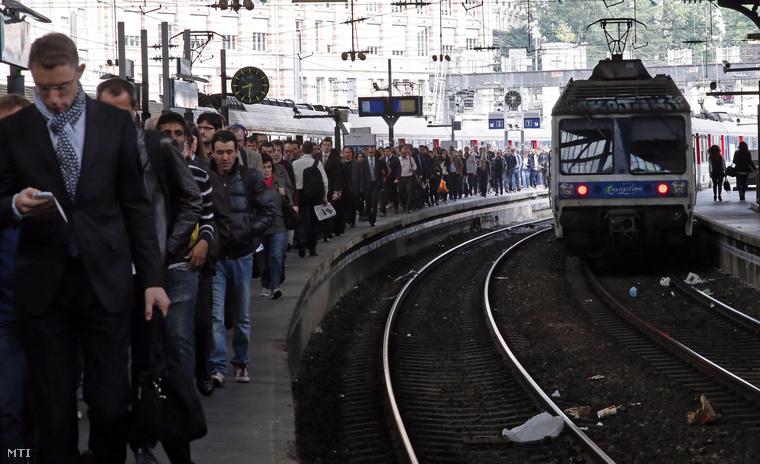 A párizsi Gare Saint Lazare pályaudvar 2014. június 18-án, a francia vasúti dolgozók által hirdetett egy hetes országos sztrájk idején.