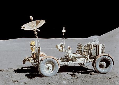 Az Apollo-15 küldetés holdautója (képek: NASA)
