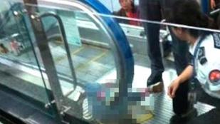Ezúttal egy kisfiú halt meg egy kínai mozgólépcsős balesetben