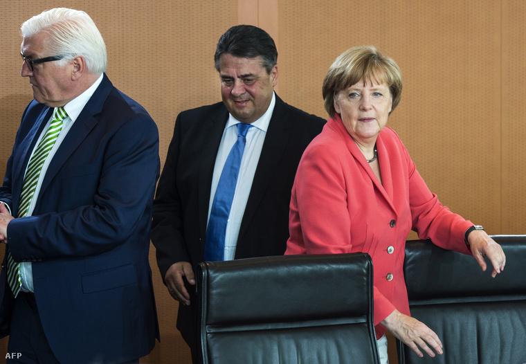 Sigmar Gabriel német alkancellár, Frank-Walter Steinmeier külügyminiszter és Angela Merkel