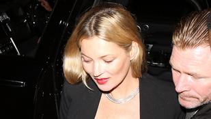 Már elnézést, de mi ez a fehér por Kate Moss ruháján?