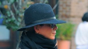Ha nem ismeri fel ezt a kalapos színésznőt, nem az ön hibája