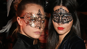 Cara Delevingne felsőt, Kendall Jenner alsót felejtett el felvenni a buliba