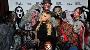 Carmen Electra egy csapat zombi között is képes szexiskedni