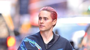 Senki sem tudja úgy viselni a rózsaszín hajat, mint Jared Leto