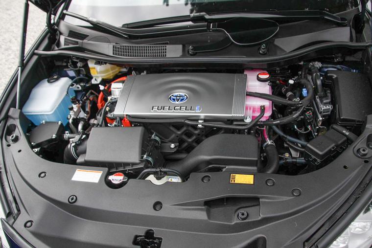 A motor annyira lent van, hogy semmi se látszik belőle. Itt fent ez minde elektronika