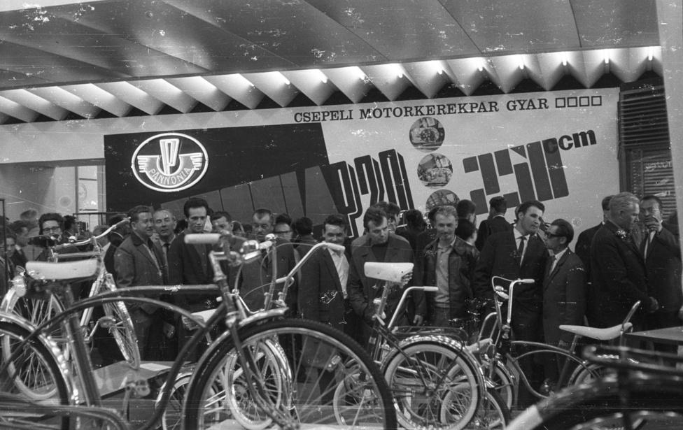 A csepeli kerékpárgyár több száz típust jegyeztetett be, illetve gyártott a története során, a legnépszerűbbnek a különböző Camping-típusuk bizonyultak, ezekből egymillió darabot adtak el.