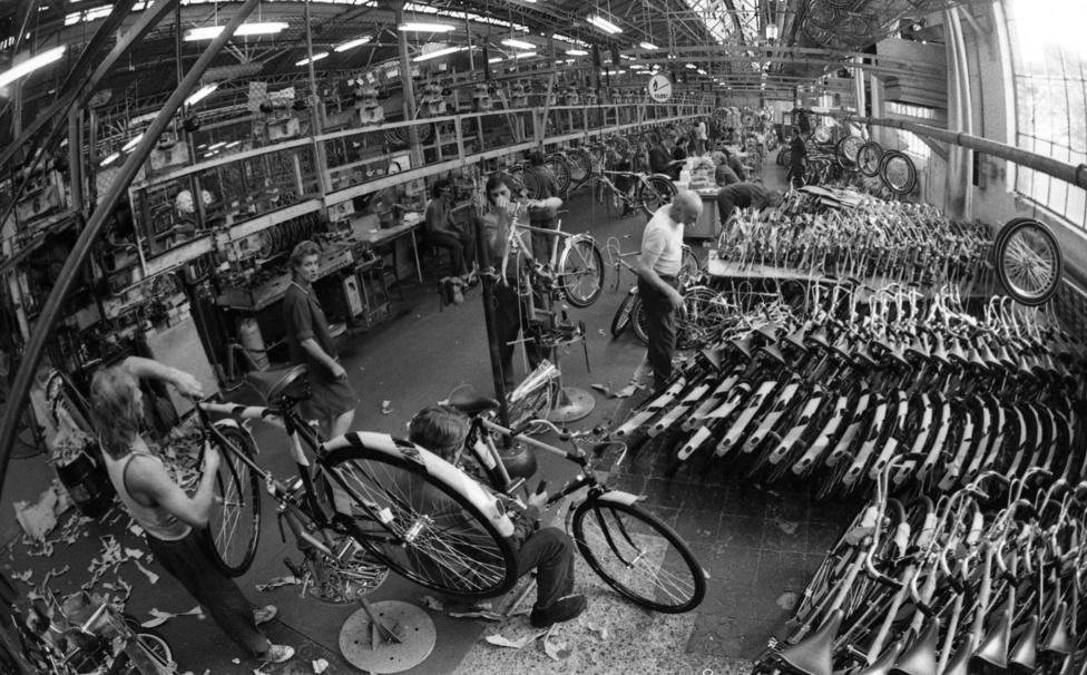 A kerékpárok az 1970-es '80-as években is nagyjából annyit értek, mint ma. Egyhavi fizetésnyi összeget kellett értük adni.