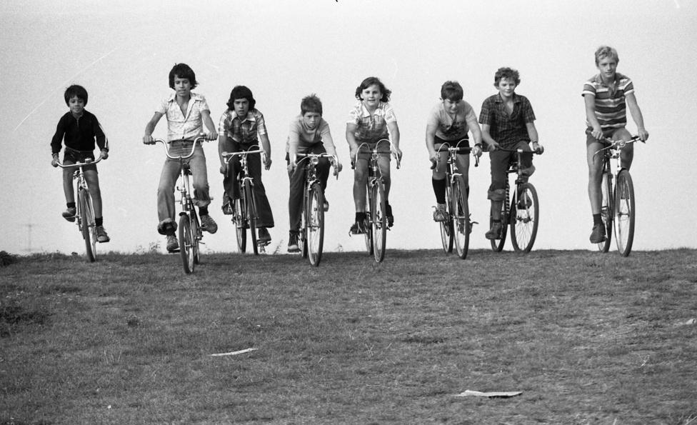 Meglepő, de az első Csepel kerékpárok nem is Csepelen, hanem az ausztriai Grazban készültek el. A csepeli kerékpárgyártást Weiss Manfréd indította el 1929-ben, a Steyr-Daimler-Puch művektől vette meg a licencet és a gyártáshoz szükséges gépeket. Míg a gyárat felszerelték, addig csak a szintén Ausztriából érkező alkatrészek összeszereléséből állt a kerékpárgyártás. Az első kétszáz Csepelt ráadásul nem is itthon rakták össze.