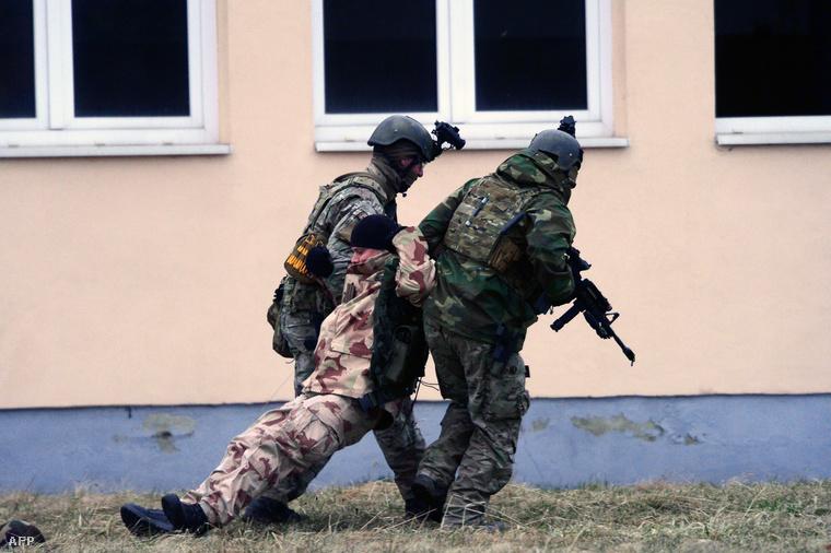 Amerikai- és magyar katonák közös hadgyakorlata Pápán