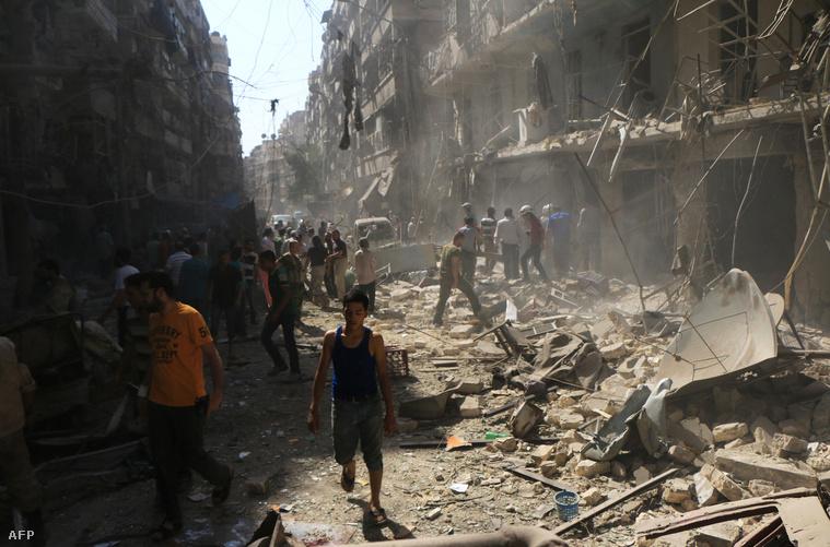 A kormányerők bombázásának nyoma Aleppó egyik elővárosában (szeptember 17.)