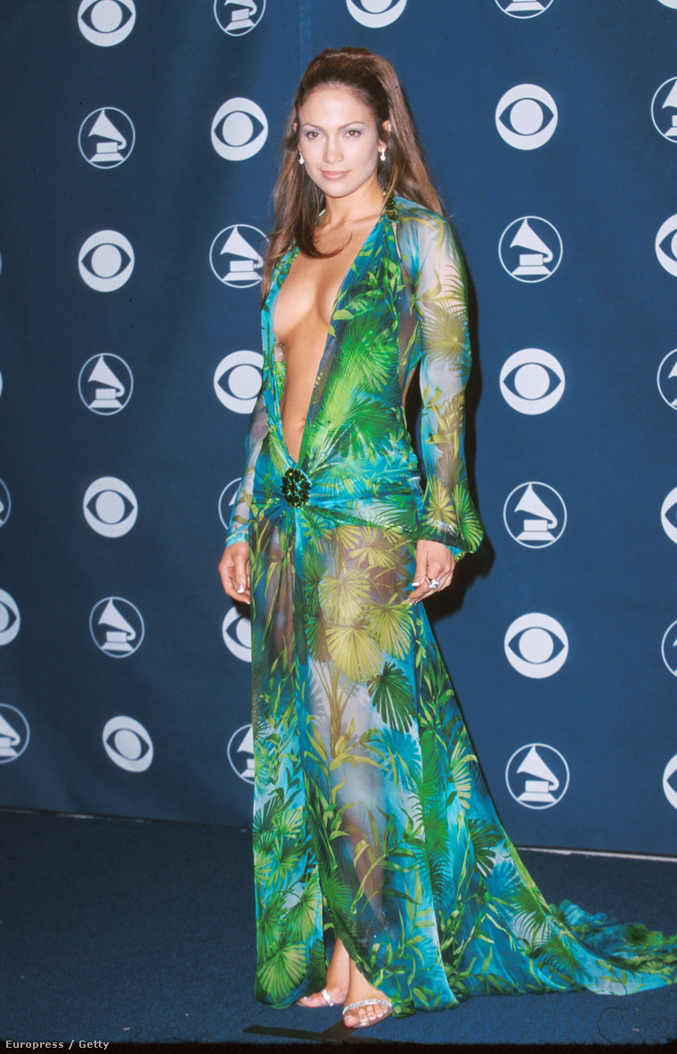 Tehát ez az a zöld Versace ruha 20b0-ből