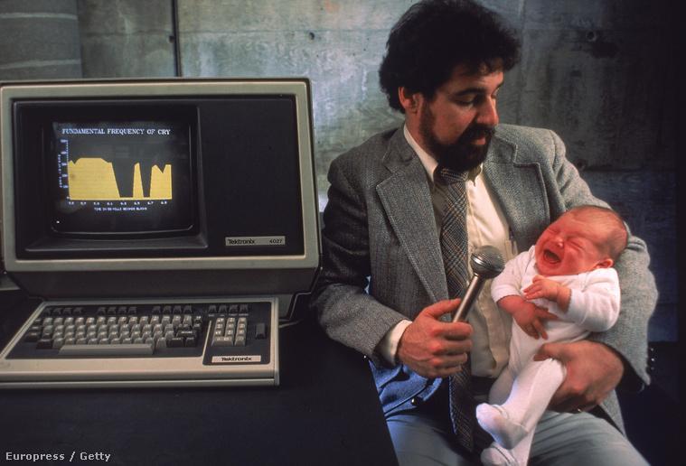 Gyerekek sírását elemzi egy számítógépes programmal dr. Barry Lester (1984.) A kutatásának semmi köze az itt leírt jelenséghez, a képünk csak illusztráció. De milyen!