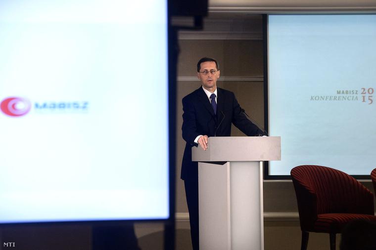 Varga Mihály nemzetgazdasági miniszter beszédet mond a Magyar Biztosítók Szövetsége (Mabisz) nemzetközi konferenciáján.