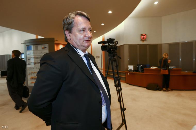 Kovács Béla, a Jobbik európai parlamenti képviselőjéről az Európai Parlament Jogi Bizottságánál tartott meghallgatása előtt Brüsszelben 2015. május 6-án.