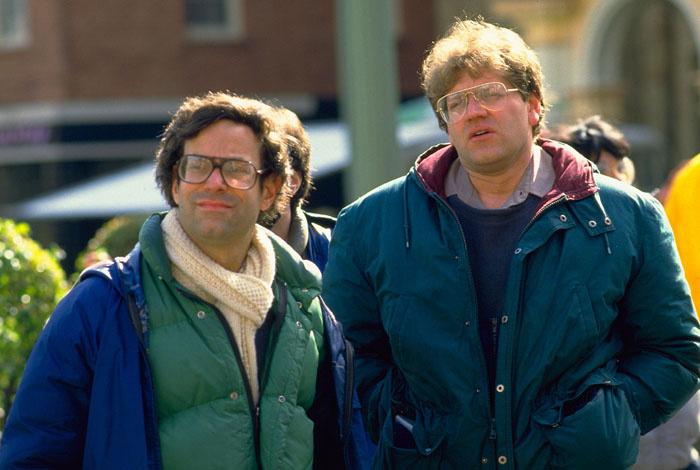 Bob Gale forgatókönyvíró és Robert Zemeckis rendező a Vissza a jövőbe forgatásán