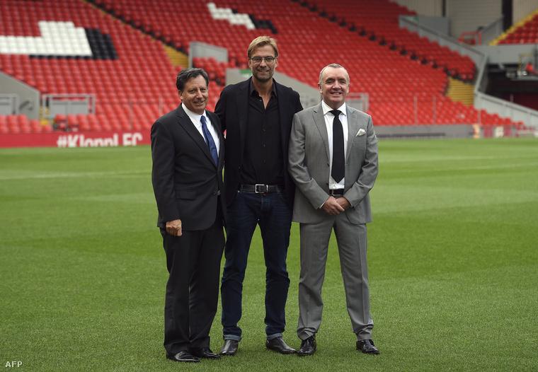 Jürgen Klopp a Liverpool vezetőségével.
