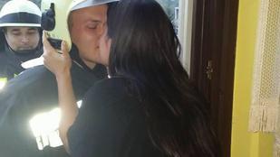 Megcsókolta a mentőkosárban érkező salgótarjáni tűzoltót