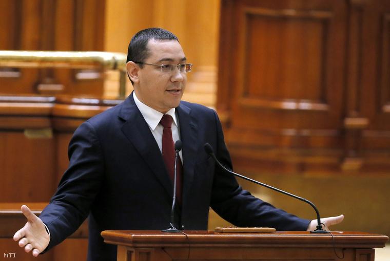 Victor Ponta román miniszterelnök részt vesz a kormánya elleni bizalmatlansági indítványról szóló szavazáson a bukaresti parlamentben 2015. szeptember 29-én. Ponta ellen júliusban okirat-hamisítás, pénzmosás és adócsalásban való bűnsegédlet gyanújával indított bűnvádi eljárást a vádhatóság.