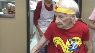 Csodanőként ünnepelt egy 103 éves asszony