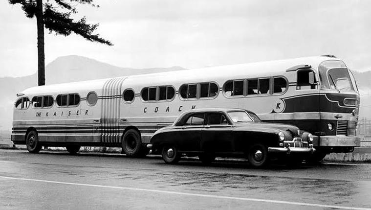 Az USA-ban építették az első csuklós buszt. Ezután már csak a hetvenes évek végén érezték szükségességét a nagy befogadóképességű járművek forgalomba állításának