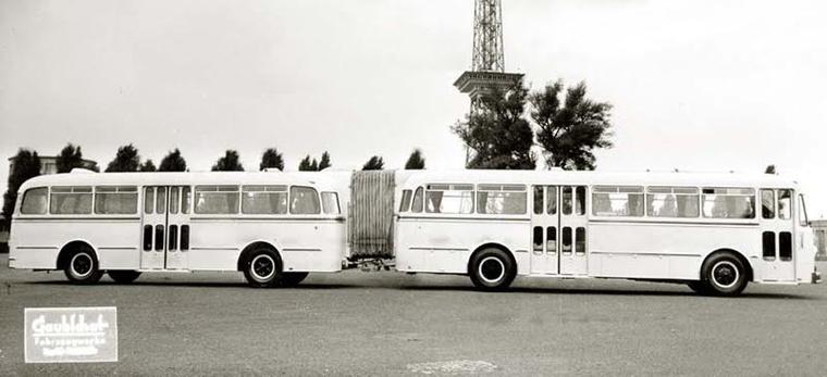 Korabeli gyári fotó a Gaubsacht buszáról. Ez inkább pótkocsis busz volt, mint csuklós