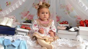 Erre a 22 hónapos kislányra eddig legalább 8 milliót költött az anyja