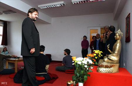 Bozóki András, a nemzeti kulturális örökség minisztere a Tan Kapuja Buddhista Főiskolán 2005-ben